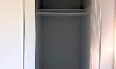 Bathroom, 1743 South La Brea Ave, 2