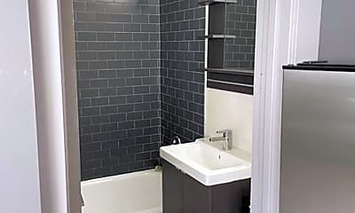 Bathroom, 944 W Montrose Ave, 2