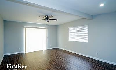 Living Room, 5060 E Newton Dr, 1