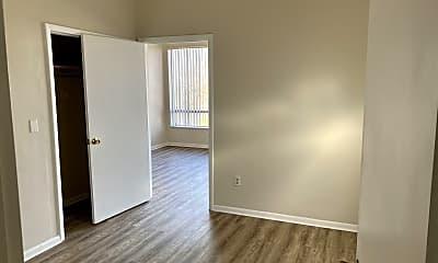 Bedroom, 527 W Cross St, 2