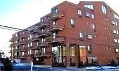 Building, 750 W Broadway 3L, 0