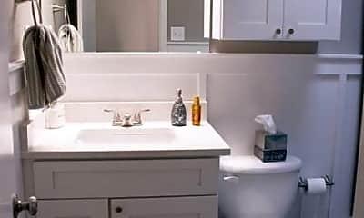 Bathroom, 517 SW 12th St, 2