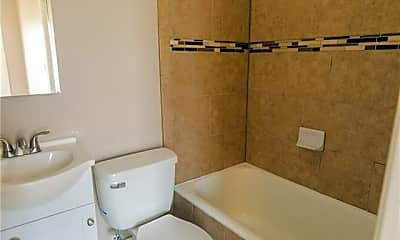 Bathroom, 1115 S Jennings Ave 10, 2