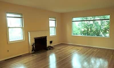Living Room, 5111 NE 33rd Ave, 1