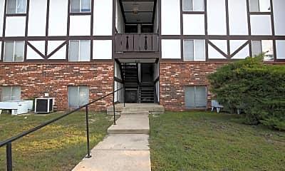 Building, Magnolia Lake Apartment, 2