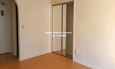 Bedroom, 610 S Kenmore Ave, 2