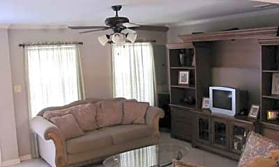 Living Room, 454 Vieux Carre', 2