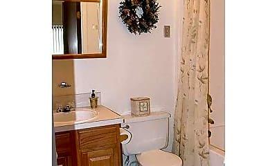 Bathroom, Lakeland Place, 2