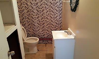 Bathroom, 1301 S Buchanan St, 2
