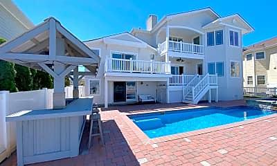 Pool, 7801 Bayshore Dr, 1