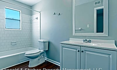 Bathroom, 932 7th Ave N, 2