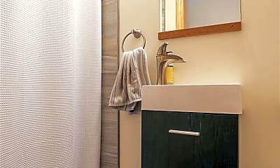 Bathroom, 35 Henshaw St, 2