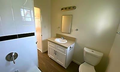 Bathroom, 1019 Stanley Ave, 2