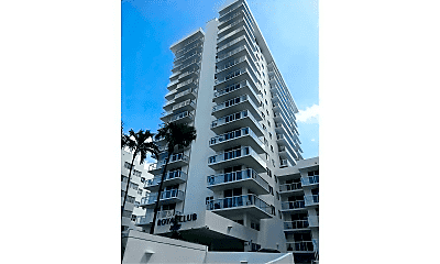 2457 Collins Ave, 1
