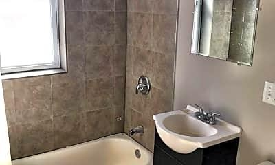 Bathroom, 3901 W Jackson Blvd, 1