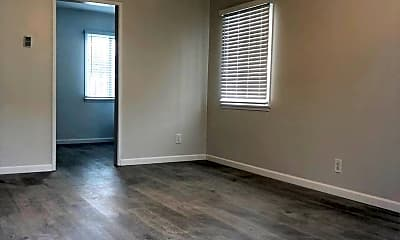 Living Room, 1105 E Hyde Park Blvd, 1