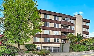 Building, 3421 SW Roxbury St  Unit 302, 1