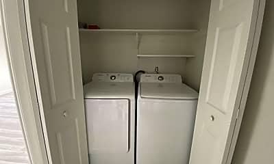 Bathroom, 4033 Henley Rd, 2