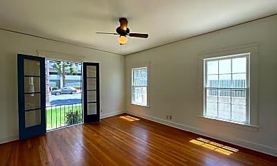 Living Room, 1555 N Kenmore Ave, 2
