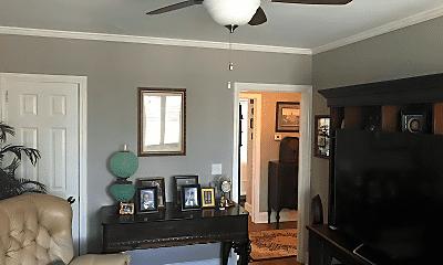 Living Room, 3732 Moss Ave, 1