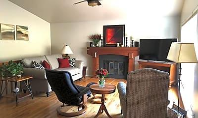 Living Room, 4506 Seaway Cir, 1