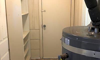 Bathroom, 679 High St, 2