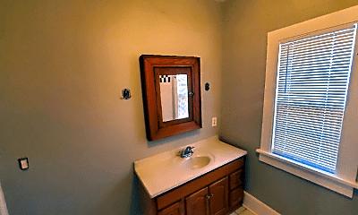 Bathroom, 10 Whalin St, 2