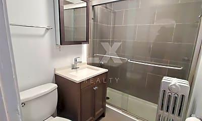 Bathroom, 2759 N Kilbourn Ave, 2