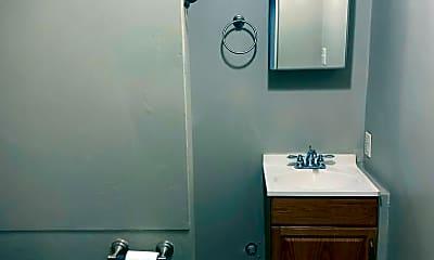 Bathroom, 7 Crescent St, 2