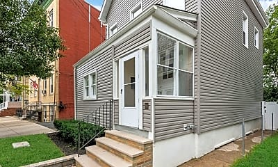 204 Forest St 2, 1