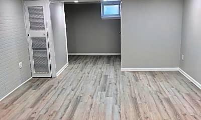 Living Room, 264 Linton St, 2