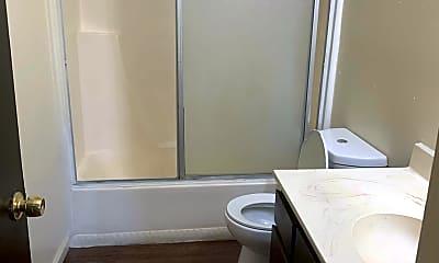 Bathroom, 615 S Demaree St, 2