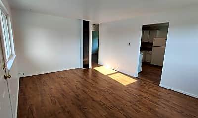 Living Room, 701 S Kenyon St, 1