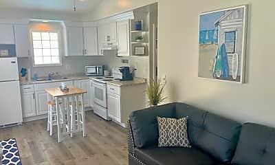 Living Room, 541 Oak St, 1