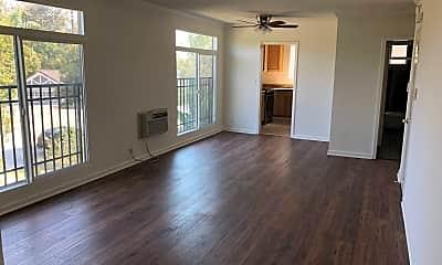 Living Room, 855 S Windsor Blvd, 1