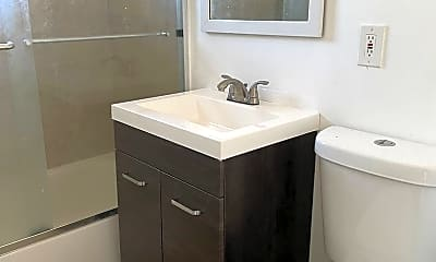 Bathroom, 3270 W Trade Ave, 1