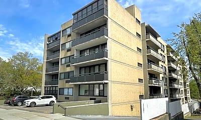 Building, 555 Gorge Rd 6E, 2