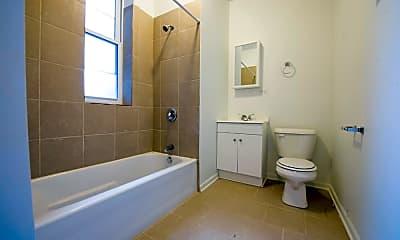 Bathroom, 5901 S Michigan Ave, 2