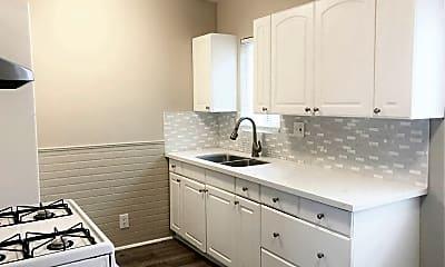 Bathroom, 473 E 55th St, 1