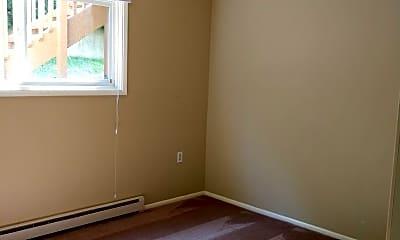 Bedroom, 800 E Maple St, 1