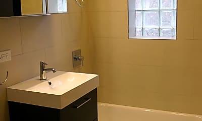 Bathroom, 2325 W Iowa St, 1