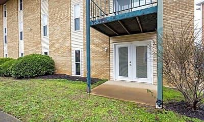 Building, 555 N Dupont Ave, 2