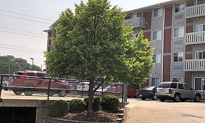 Green Bay Manor, 2