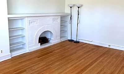Living Room, 2037 W Berwyn Ave, 1