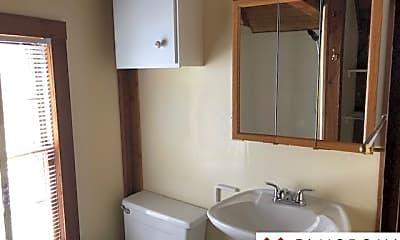 Bathroom, 4319 Burt St, 2