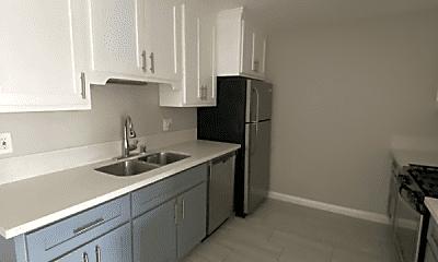 Kitchen, 5112 Oakland St, 1