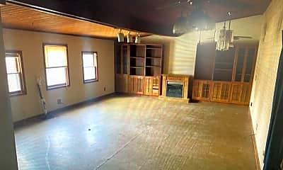 Living Room, 5715 N Farm Rd, 2