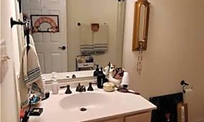 Bathroom, 450 Sharon Rd, 2
