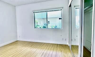 Living Room, 3911 Wade St, 2