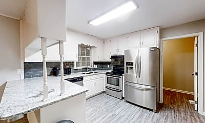 Kitchen, Room for Rent -  a 4 minute walk to bus stop S Ind, 1